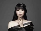 『ミュージックジャケットギャラリー 2013』でトークイベントを行う中川翔子