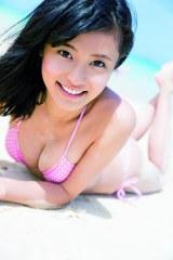 初の写真集『こじるりっ! 』(集英社)を発売する小島瑠璃子