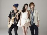 今月24日にCDデビューする河北麻友子(写真左からKenji03、河北、SoulJa)