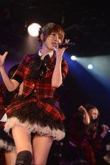 同公演をもってグループを卒業した篠田麻里子=東京・秋葉原のAKB48劇場の公演の模様(C)AKS