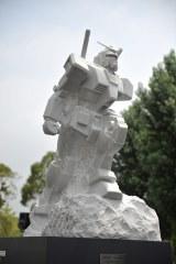 ガンダムの大理石像『REIMEI white dawn』 (C)創通・サンライズ