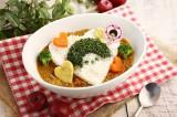 「モンチッチ」の期間限定カフェで提供される『モンチッチグリーンカレー』(税込920円)