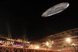 全長19メートルにおよぶ飛行船が出現したB'zのライブ