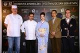 サン・セバスチャン国際映画際に出席した上戸彩(中央)と朝原雄三監督(右から2番目)