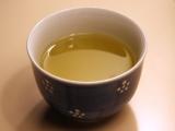 花粉症に効果があると言われているお茶のなかで主に飲まれているのは、漢方としても使用される甜茶、緑茶のべにふうき茶、ルイボスティー ※画像はイメージ