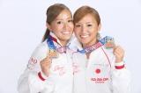 吉本興業に所属することとなった姉の木村真野(右)、妹の紗野(左)