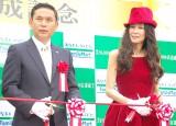 テープカットを行う(左から)佐々木則夫監督、萬田久子 (C)ORICON NewS inc.