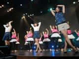 「創 部門」グランプリに輝いた女性15人組「pinkchild」とPerfumeが共演