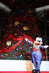 丸ビルで行われたクリスマスツリーの点灯式に登場したミッキーマウス (C)Disney (C)oricon ME inc.