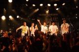 1年半ぶりとなる全国ツアーの東京公演を行ったHY 写真左から名嘉俊(Dr)、仲宗根泉(Key&Vo)、新里英之(Vo&G)、許田信介(B)、宮里悠平(G)