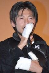 左手指5本の手術終了を報告した栗城史多氏 (C)ORICON NewS inc.