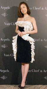 きらびやかなアクセサリー&ドレスを身につけて登場した上戸彩=『Van Cleef&Arpels』日本上陸40周年記パーティー (C)ORICON NewS inc.