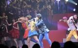 AKB48紅白対抗歌合戦で「剛力ダンス」を披露した峯岸みなみ (撮影:鈴木かずなり)
