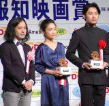 『第38回 報知映画賞』表彰式に出席した(左から)又吉直樹、池脇千鶴、松田龍平 (C)ORICON NewS inc.