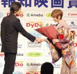 『第38回 報知映画賞』表彰式に出席した(左から)大西信満、真木よう子 (C)ORICON NewS inc.