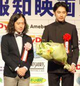 小声の2人…(左から)ピース・又吉直樹、松田龍平 (C)ORICON NewS inc.
