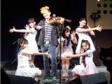 ライブではTokyo Cheer(2)Partyとのパフォーマンスを披露するKishi Bashi