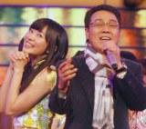 五木ひろしは今年もAKB48グループとコラボ(左は指原莉乃) (C)ORICON NewS inc.