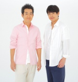 テツandトモがジャージを脱ぎ、桜ソングの新曲「桜前線」で紅白を目指す(左からテツ、トモ)