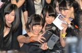 自撮りにチャレンジ=SKE48スペシャルユニット『GALAXY of DREAMS』活動開始記者発表 (C)ORICON NewS inc.