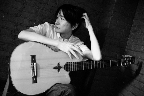 3月に3枚組ライブアルバム『我ら、時 通常版』を発売する小沢健二
