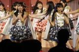"HKT48の小6コンビ""なこみく""が新曲で初選抜入り(左から田中美久、矢吹奈子)(C)AKS"