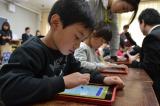iPadを使いこなす東愛宕小学校の1年生 (C)oricon ME inc.