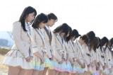 福島県南相馬市を訪れ、黙祷を捧げるAKB48 (C)AKS