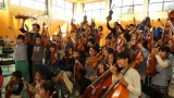 """東日本大震災で津波による被害を受けた福島県相馬市。この町で始まった、音楽の力で子どもたちの日常と失ってしまった""""こころ""""を取り戻すプロジェクトを追う(C)WOWOW"""