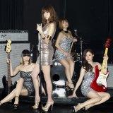 hitomiの新曲MVでMAXとアラフォーバンド結成(左からMINA、hitomi、LINA、NANA)