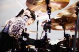 国立競技場で野外ライブを行ったL'Arc〜en〜Cielのyukihiro(C)緒車寿一、今元秀明、岡田貴之、田中和子
