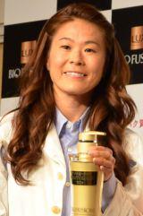 『タンパク質ヘアケア BEAUTY QUEEN 2014』を授賞した澤穂希選手 (C)oricon ME inc.