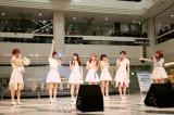 愛乙女★DOLLにメジャーデビューを河西智美(右端)が祝福