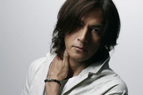 4年ぶり5枚目のアルバム『Singing Bird』を5月21日に発売する稲葉浩志