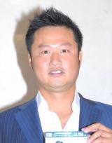 クワバタオハラ・小原正子と結婚前提の交際を報告したマック鈴木 (C)ORICON NewS inc.
