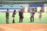 両劇場支配人による始球式=SKE48・HKT48がナゴヤドームで48グループ初の合同握手会開催