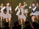 22日に行われたNMB48チームBII「逆上がり」公演初日に梅田彩佳(中央)、渡辺美優紀(右)らが出演 (C)NMB48