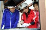 武井壮(左)とタッグを組み、旬の魚を捕らえる (C)テレビ朝日