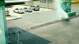 ショッピングカートがアトラクションに 炭酸飲料『スプライト』動画のワンシーン