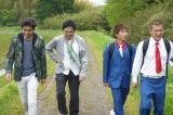 秘境めし目指してひたすら歩く(左から)小澤征悦、渡辺いっけい、U字工事(福田薫、益子卓郎)(C)テレビ朝日
