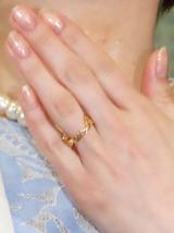 ハートをあしらったゴールドの指輪/遠野なぎこ結婚会見 (C)ORICON NewS inc.