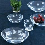 栗原はるみさんがプロデュースする生活雑貨ブランド「share with Kurihara harumi」より発売された、水玉柄やリーフ柄のガラス製食器