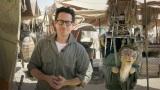 アブダビで撮影中の『スター・ウォーズ/エピソード7(仮題)』写真はJ.J.エイブラムス監督(C)Lucasfilm Ltd. & TM. All Rights Reserved