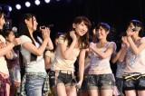 4位スタートのAKB柏木由紀がファンに一礼(21日=AKB48劇場)(C)AKS