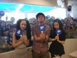 中島美嘉(左)と加藤ミリヤがTOKYO FMの公開生放送に登場