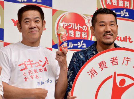 ヤクルト新『ミルージュ』発売記念イベントに出席したFUJIWARA(左から)原西孝幸・藤本敏史 (C)ORICON NewS inc.