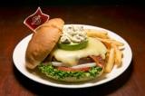 """世界18都市の各都市でしか食べられない""""ご当地限定ハンバーガー""""を提供するハードロックカフェの「ワールドバーガーツアー」。写真は『レジェンダリーカラカスバーガー』(ベネズエラ・ボリバル共和国・カラカス)"""