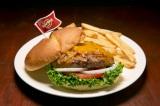 """世界18都市の各都市でしか食べられない""""ご当地限定ハンバーガー""""を提供するハードロックカフェの「ワールドバーガーツアー」。写真は『レジェンダリー ルンダンバーガー』(インドネシア・ジャカルタ)"""