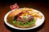 """世界18都市の各都市でしか食べられない""""ご当地限定ハンバーガー""""を提供するハードロックカフェの「ワールドバーガーツアー」。写真は『レジェンダリー ファフィータバーガー』(エジプト・ナブク)"""