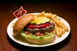 """世界18都市の各都市でしか食べられない""""ご当地限定ハンバーガー""""を提供するハードロックカフェの「ワールドバーガーツアー」。写真は『バハバーガー』(米国・ハリウッド)"""
